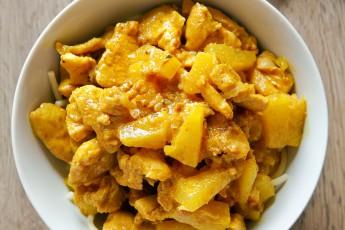 Pikantné kuracie prsia s ananásom na kari omáčke