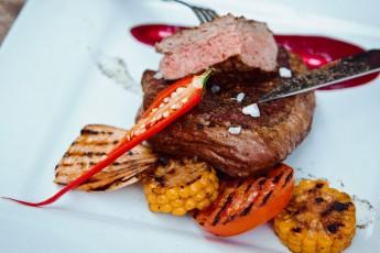 Teľacie steaky s čučoriedkovou omáčkou